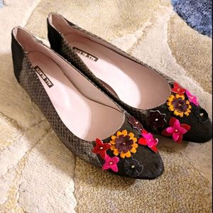 """NWOT """"All Black"""" Leather Floral Cow Hair Flats"""